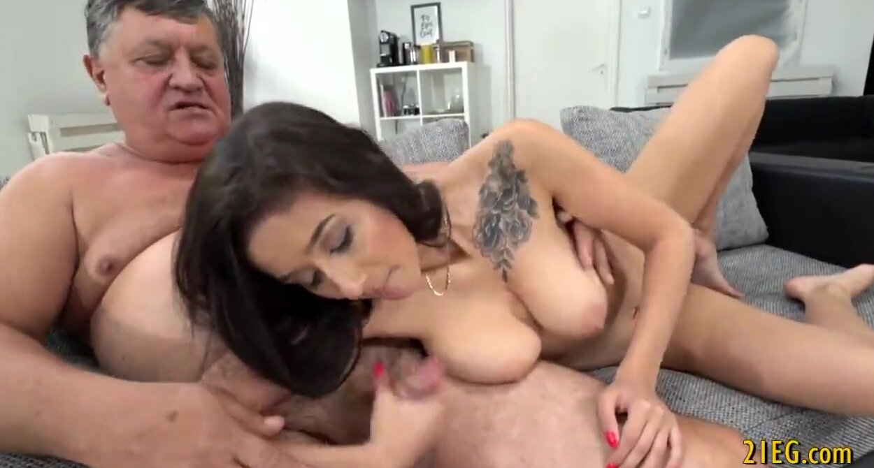My boyfriend premature ejaculated handjob