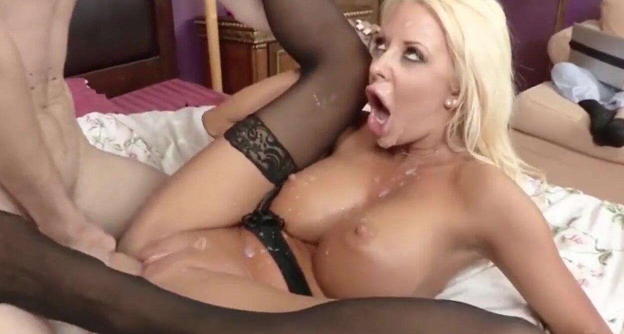 Super sexy lesbos threesome